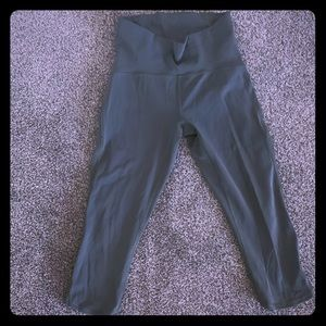 "Lululemon 17"" train time crops, size 4, green"
